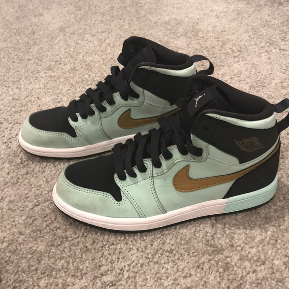 size 40 d78cc 06928 Nike Jordan AJ 1 High Girls Basketball size 2